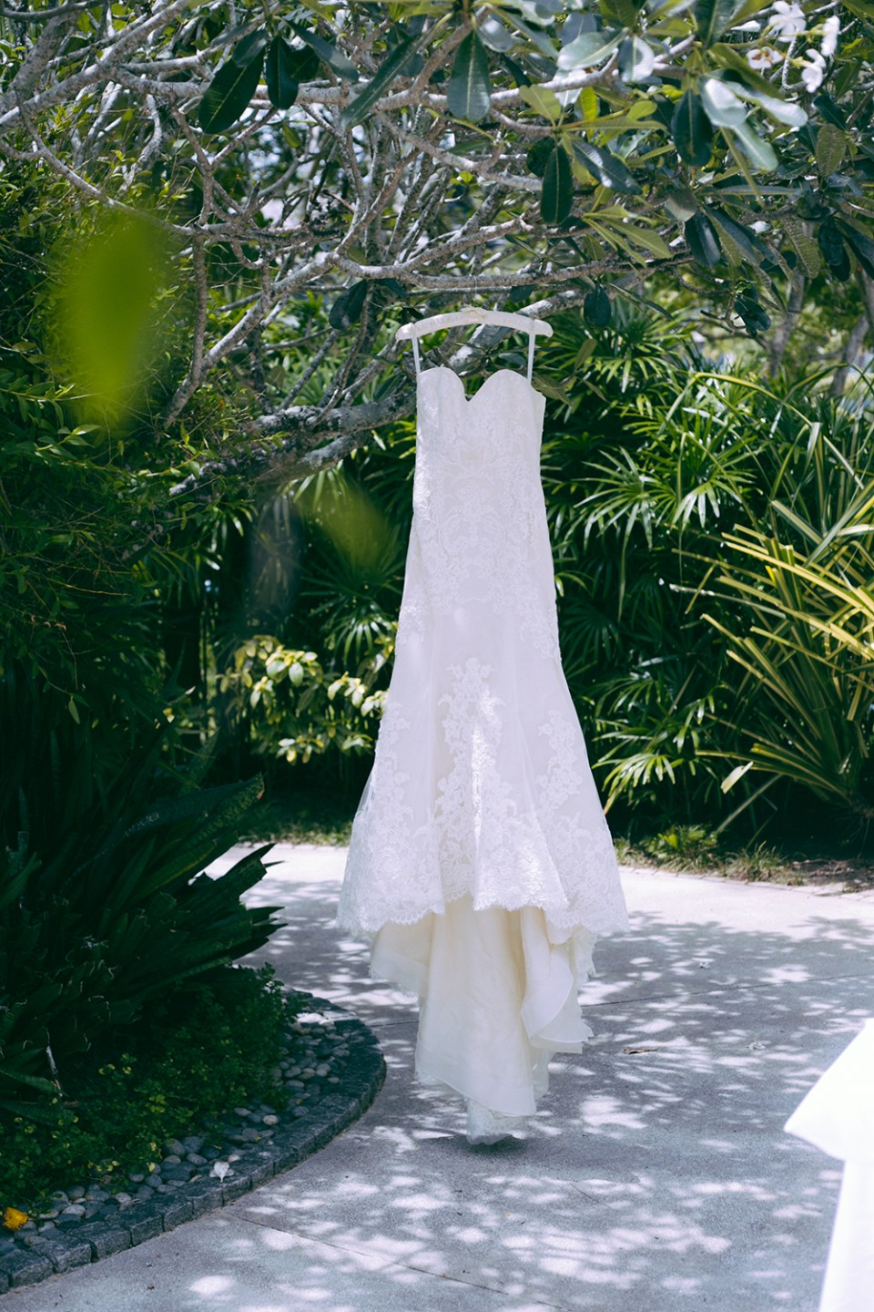 Bridal Gown by Ines Di Santo. Photo by The Vow Studio. www.theweddingnotebook.com