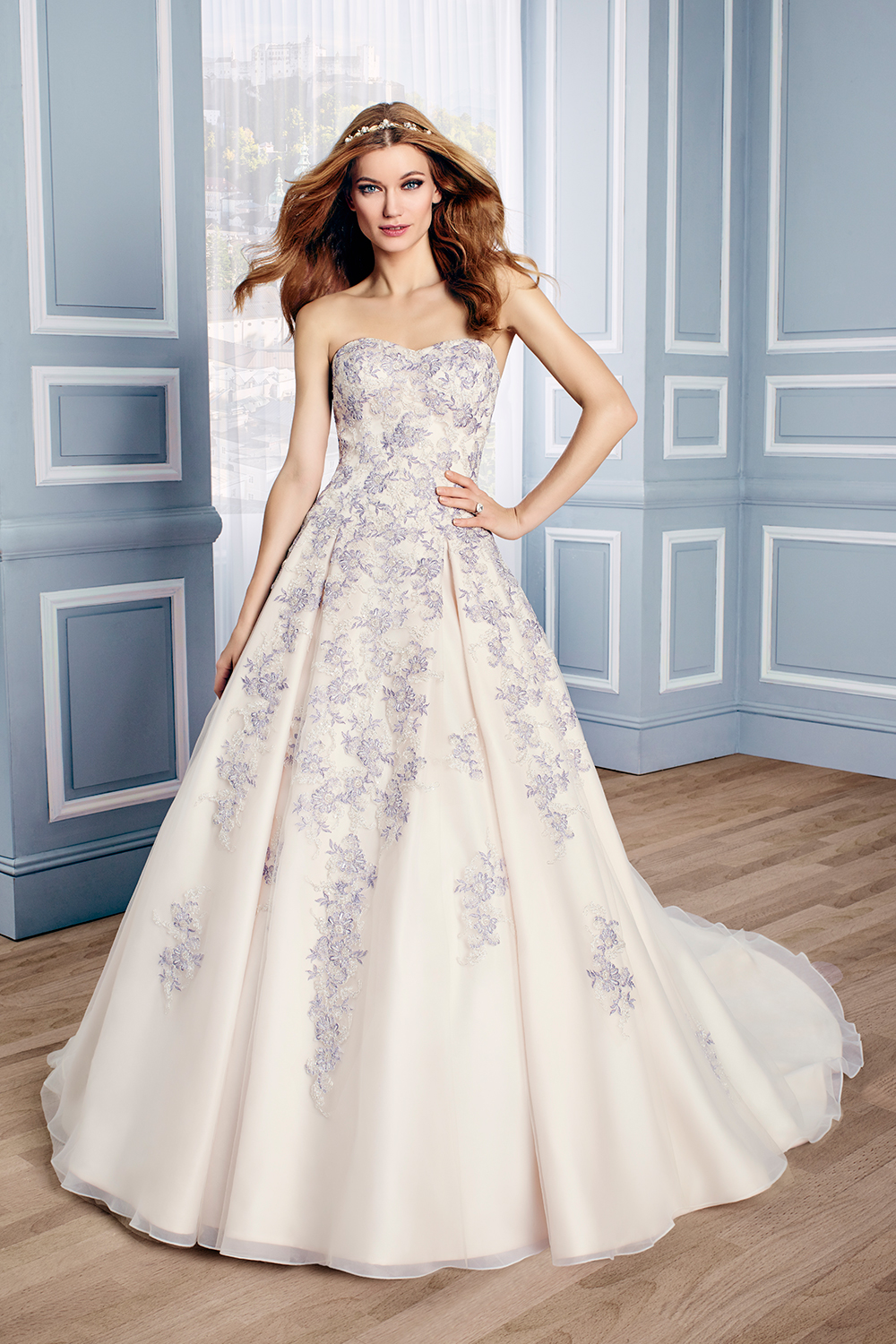 Moonlight Couture Fall 2016 Collection. www.theweddingnotebook.com