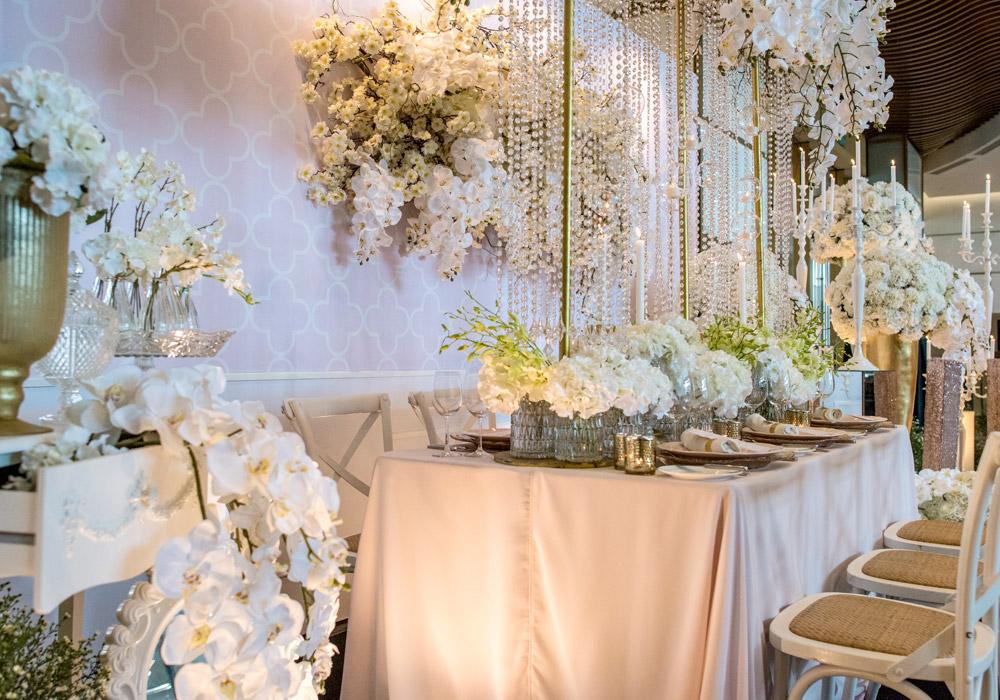 Hilton Kuala Lumpur white and gold glam. www.theweddingnotebook.com