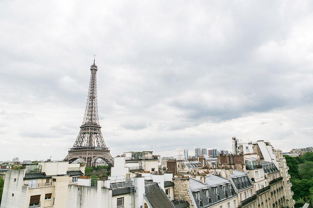 Destination wedding in Paris. Catherine O'hara Photography. www.theweddingnotebook.com
