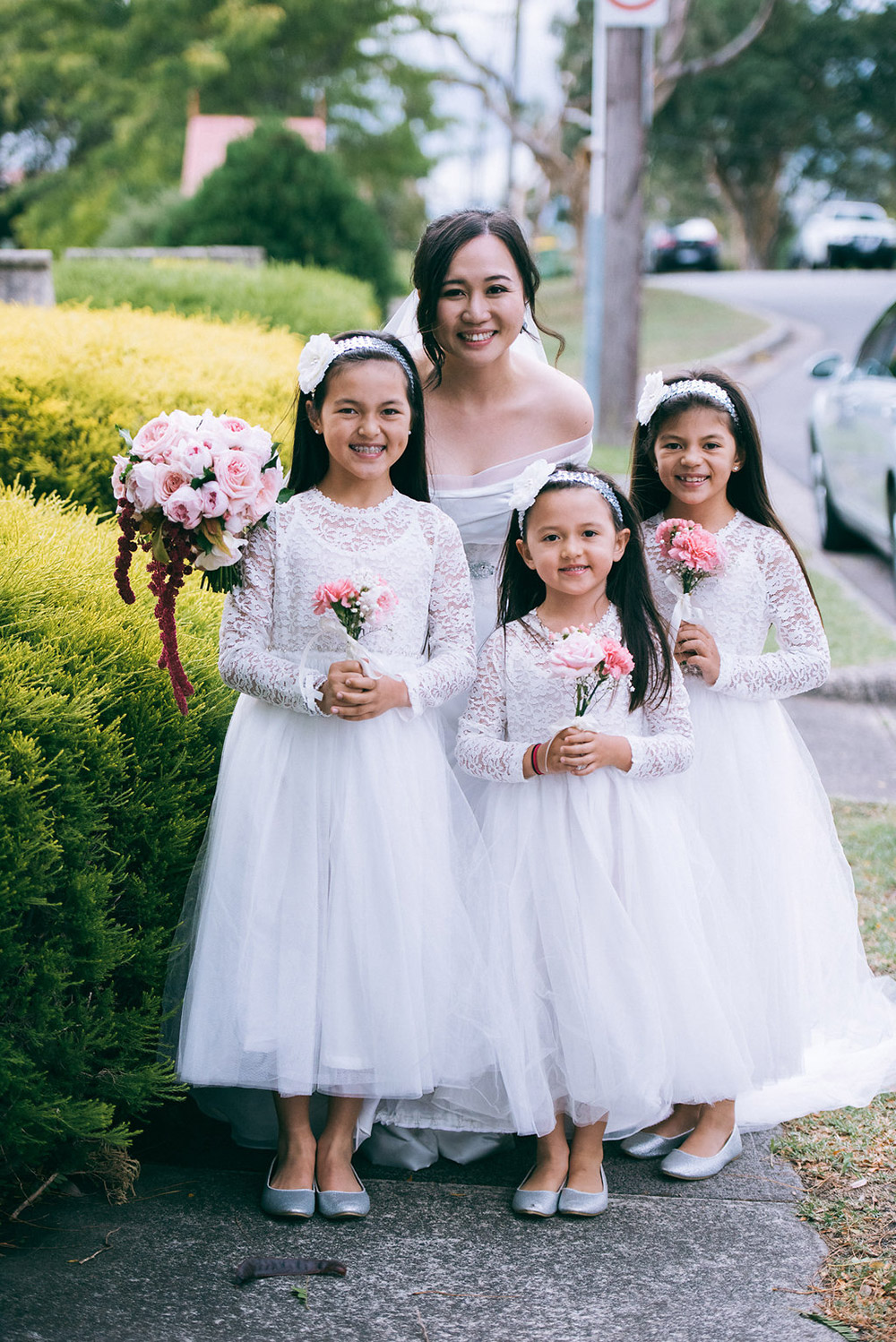 Flowergirls. Dennis Yap Photography. www.theweddingnotebook.com