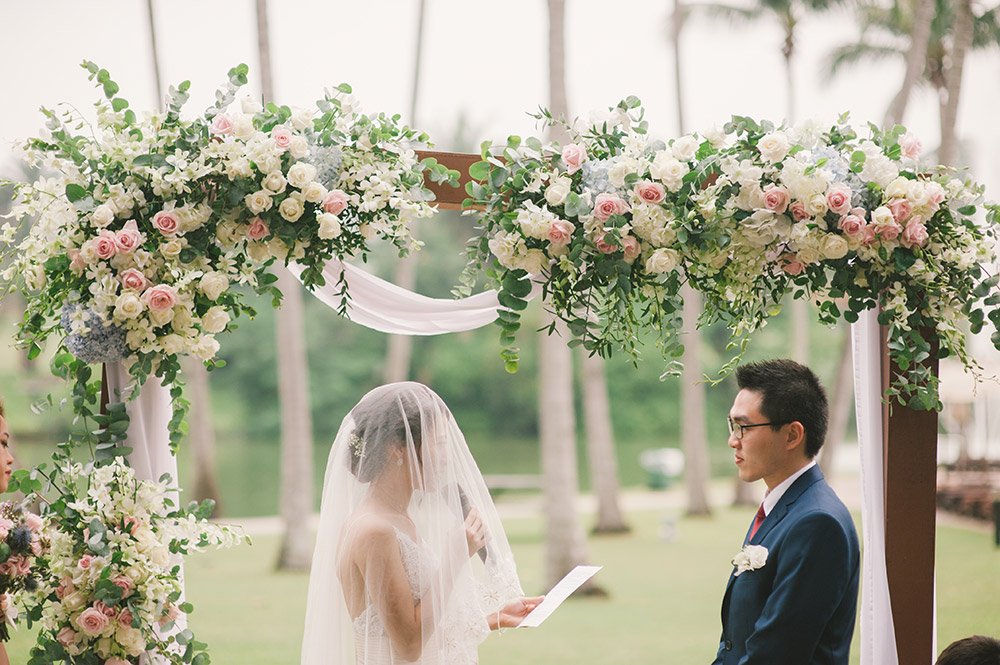 Garden wedding at The Club at Saujana, Kuala Lumpur. Munkeat Photography. www.theweddingnotebook.com