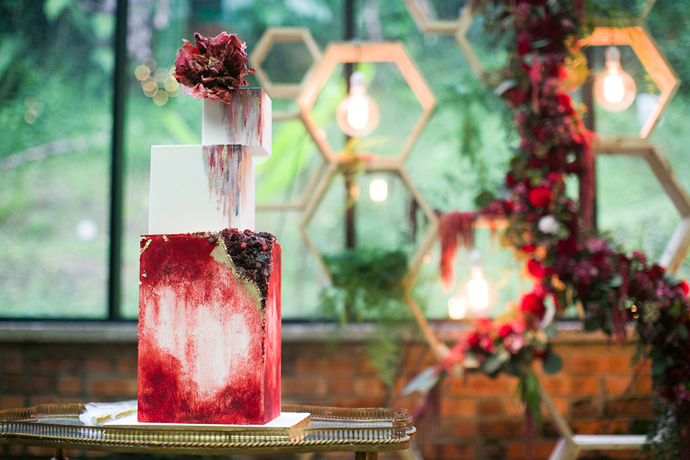 Geometrics red wedding at Glasshouse at Seputeh. Photo by Anna Rina. www.theweddingnotebook.com