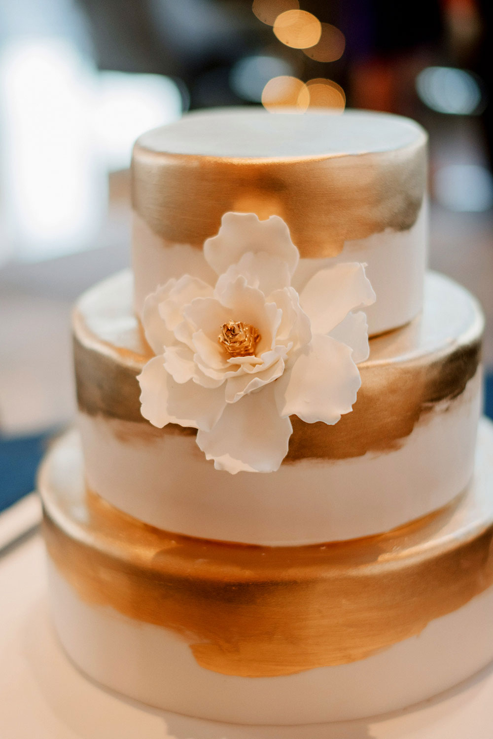 Gold wedding cake. Photo by Bloc Memoire Photography. www.theweddingnotebook.com