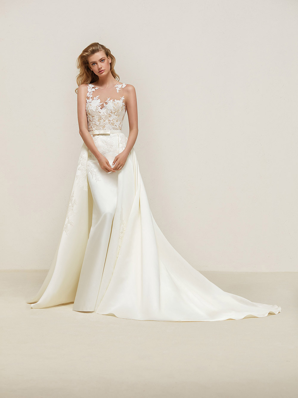 Dranoe - Pronovias 2018 Bridal Collection. www.theweddingnotebook.com