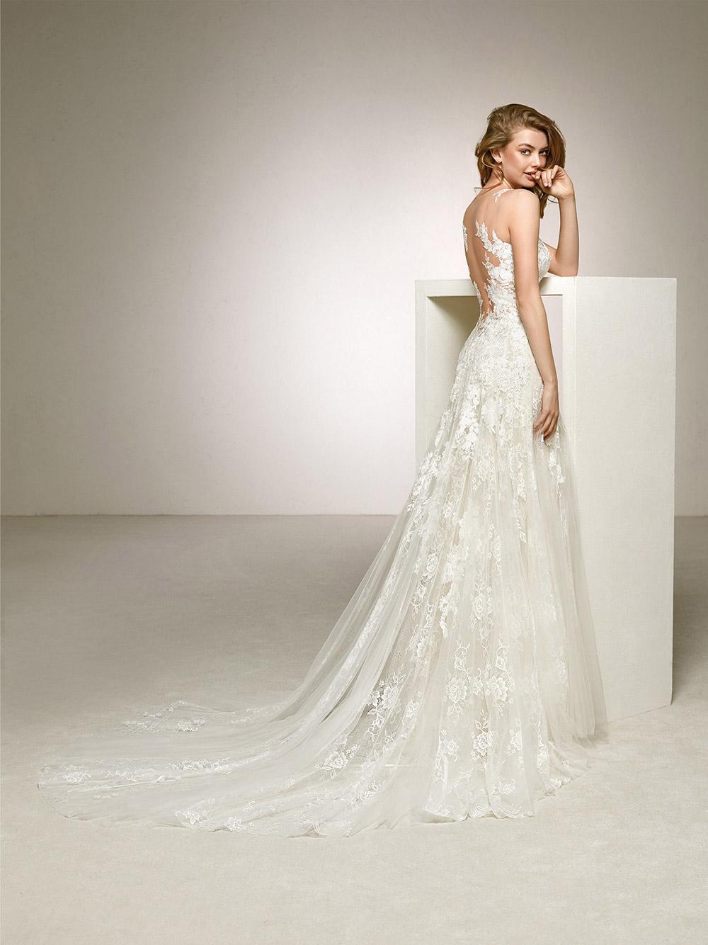 Dalia - Pronovias 2018 Bridal Collection. www.theweddingnotebook.com