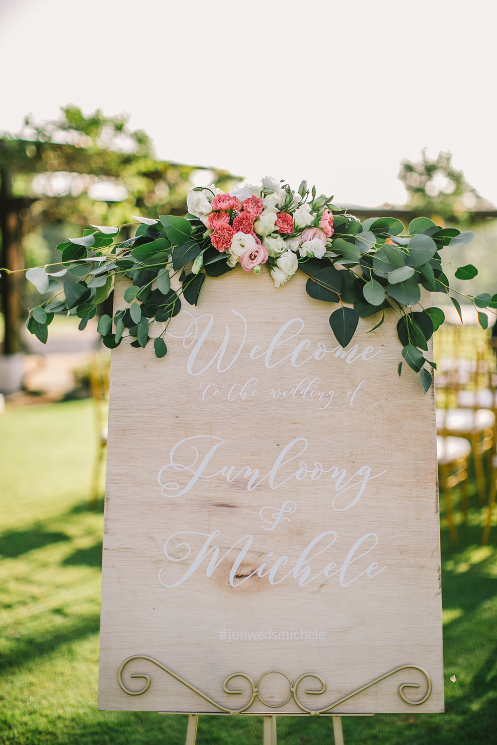 Wedding sign. Photo by Louis Han Photography. www.theweddingnotebook.com