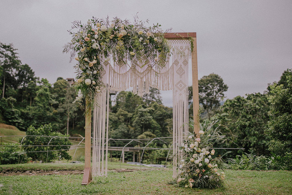 Boho wedding arch. Photo by Hellojanelee. www.theweddingnotebook.com