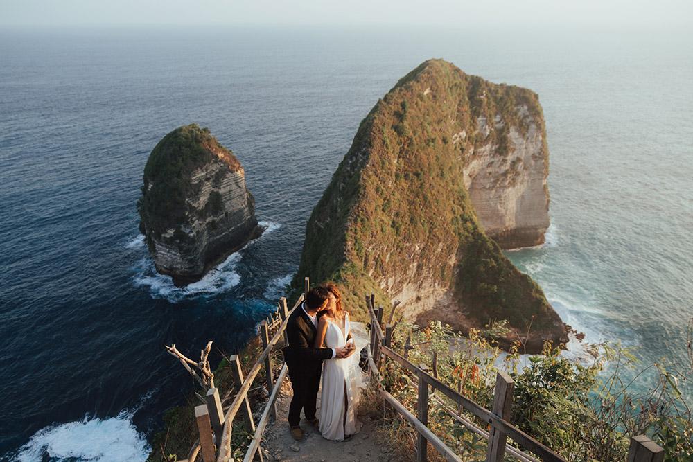 Photo by Fire Wood & Earth. www.theweddingnotebook.com