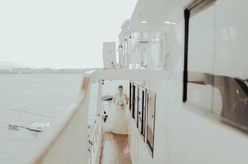Photography by ProudRad. Yacht Wedding. www.theweddingnotebook.com