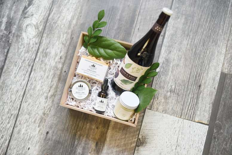 Gift Boxes: Fresh Look Floral Studio | Photo: Julie Nicole Photography