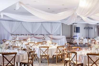 Venue: Best Western Plus Stoneridge Inn | Photo: Wander & Lust Photography