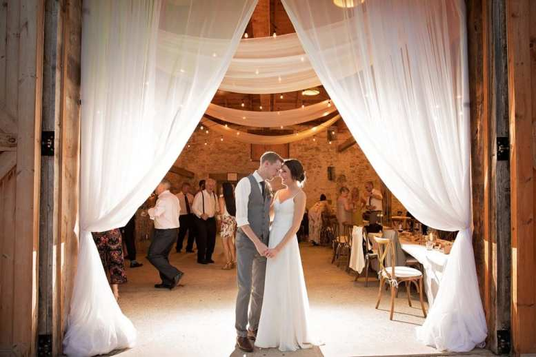 Photo: Hillier Photography | Venue: The Slit Barn