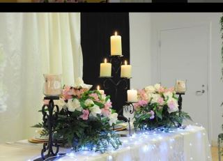 Photo recap newmarket wedding expo flowers and candles on wedding table