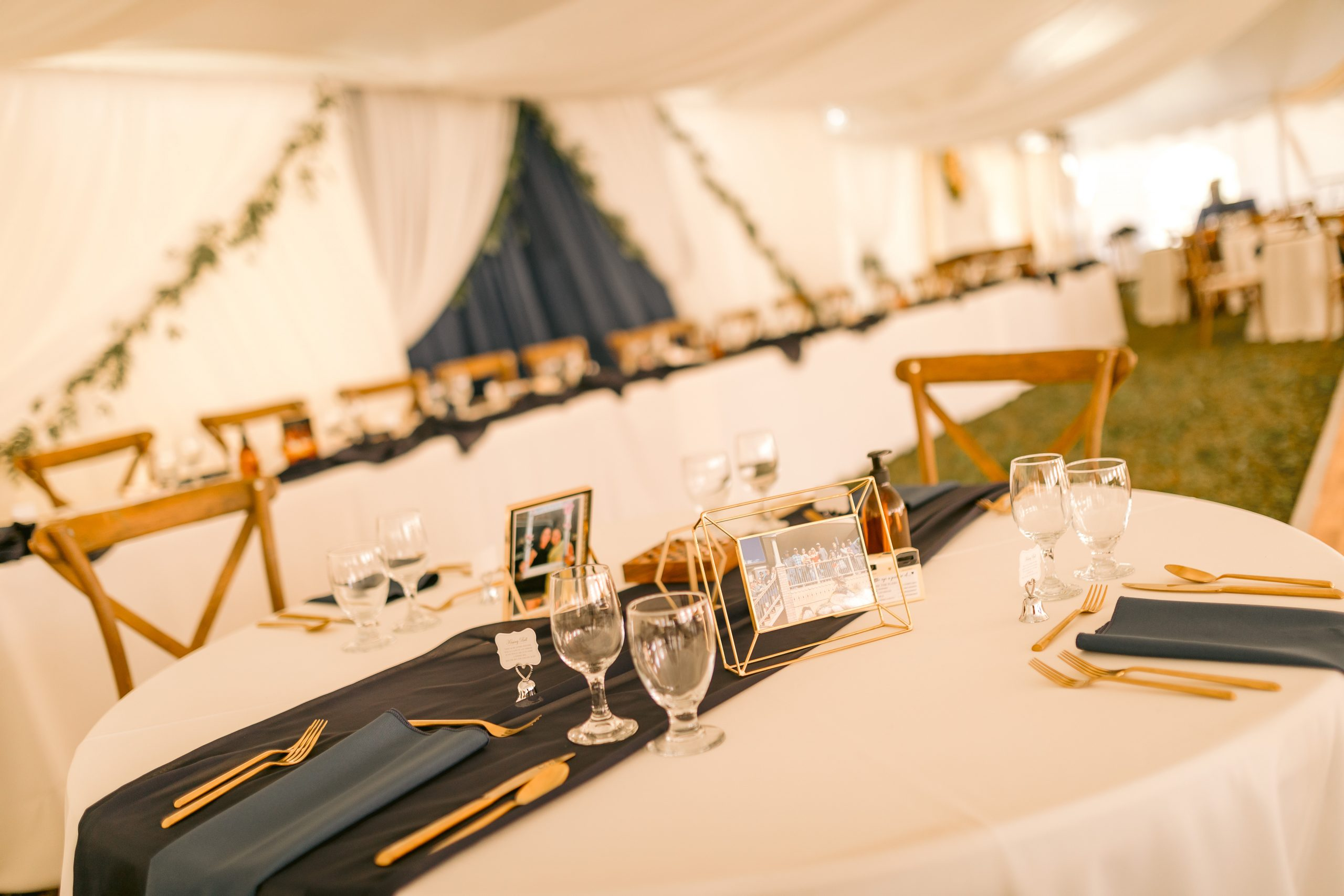 Devine wedding design wedding tables and backdrops
