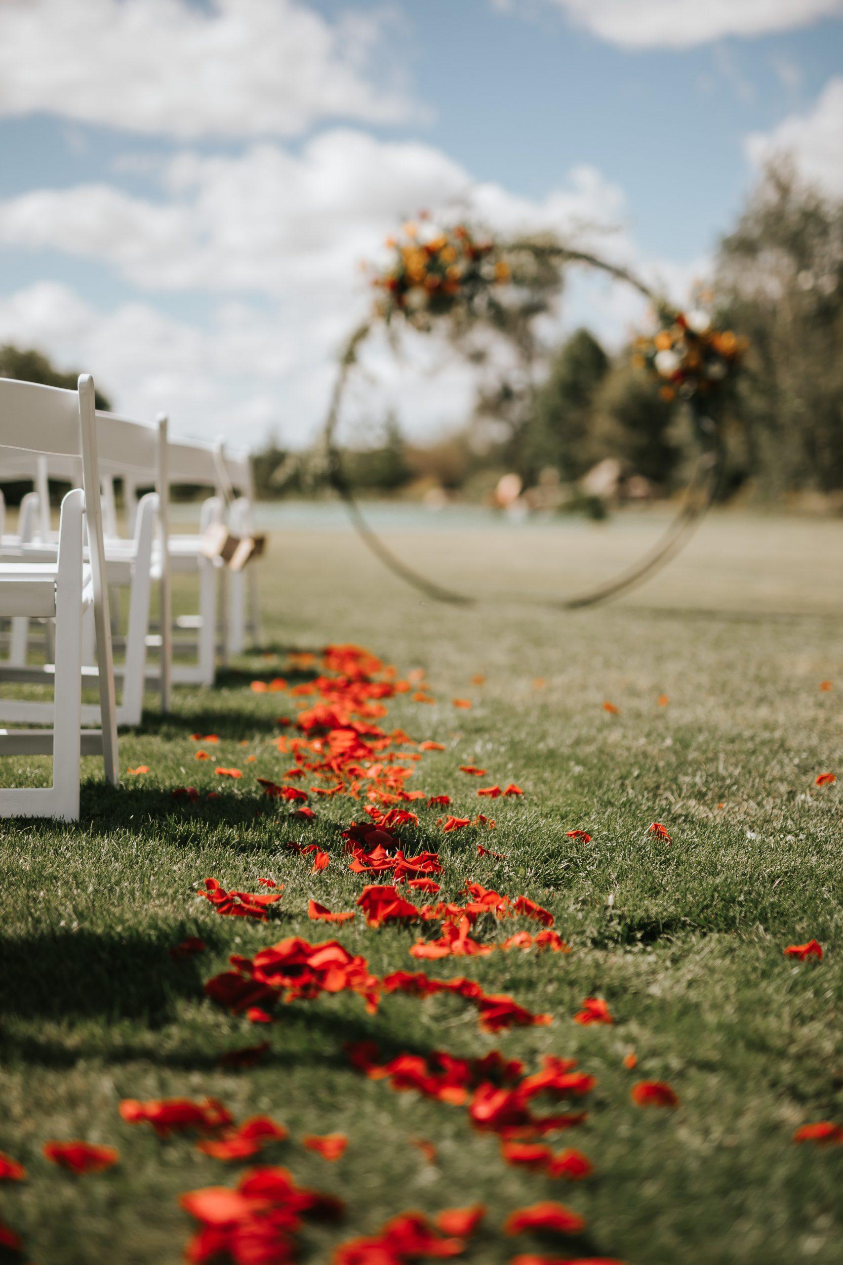 Devine Wedding Design ceremony arch and aisle