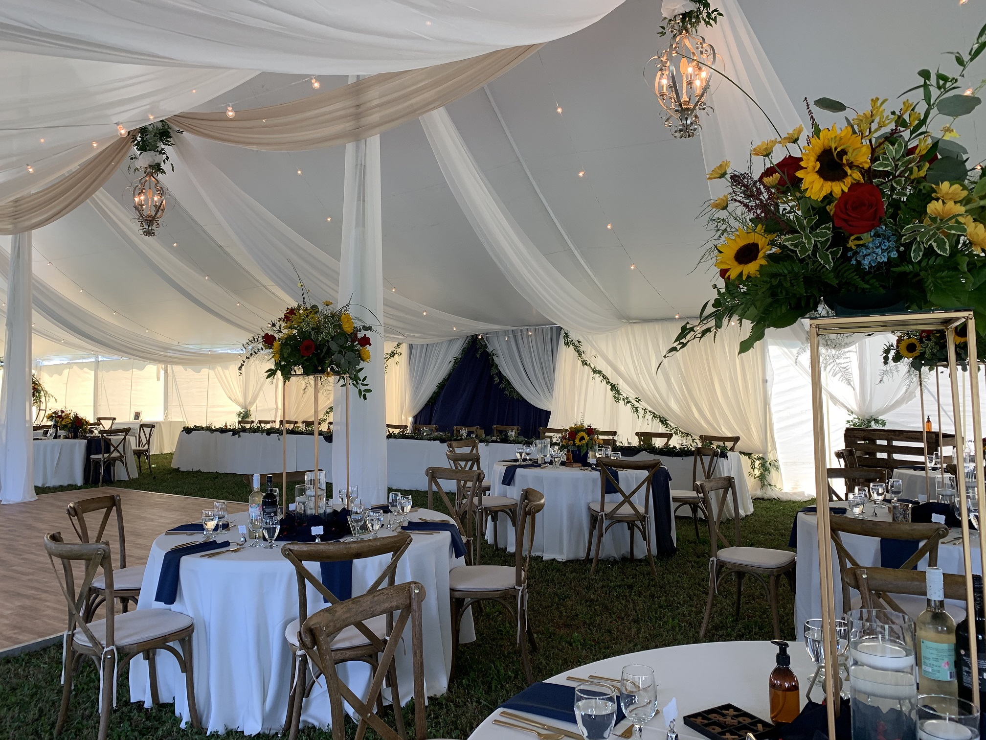 Tent wedding decor by devine wedding design