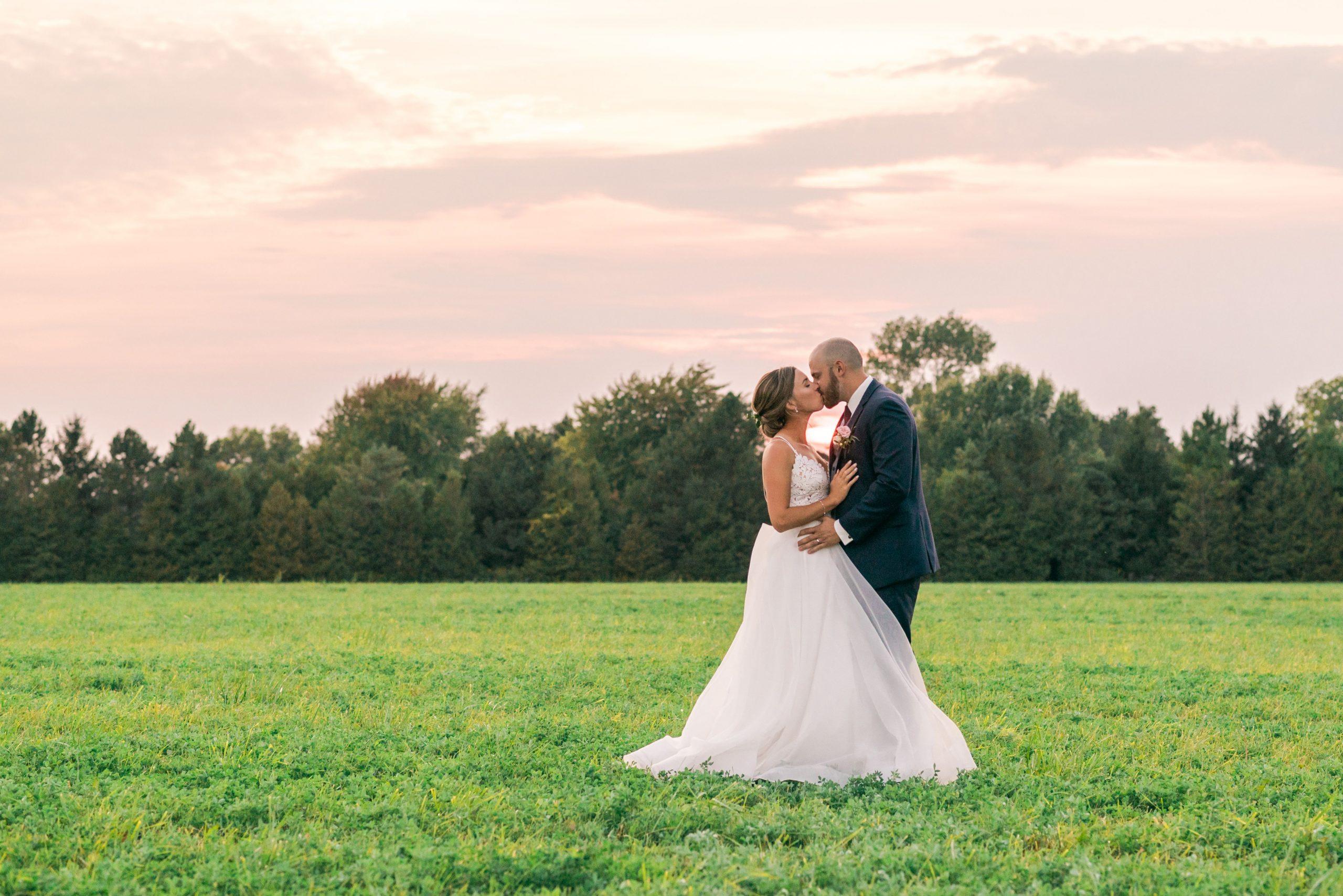 sunset wedding Hessenland Inn & Schatz Winery