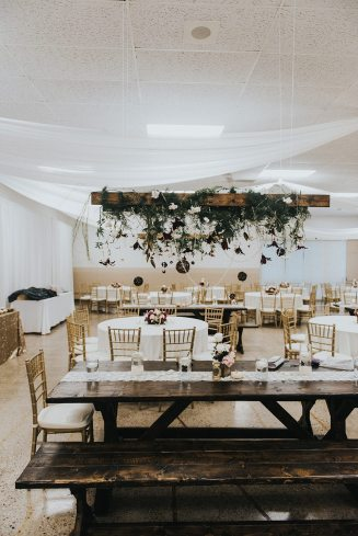 Decor: Devine Wedding Design | Photo: Mint Photography