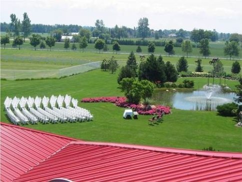 Gorgeous waterside outdoor wedding ceremonies at Hessenland Country Inn