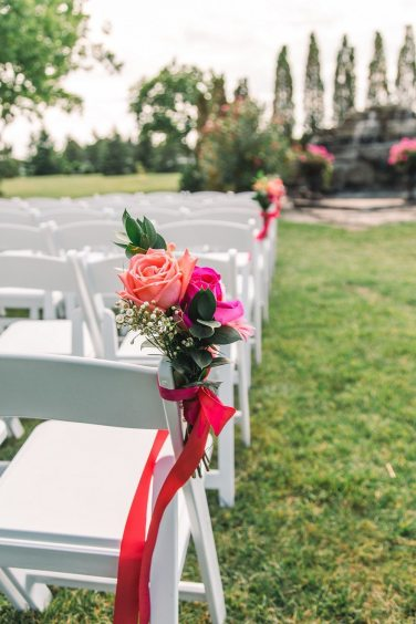 Venue: Hessenland Country Inn | Photo: David+Kara Wedding Imagery