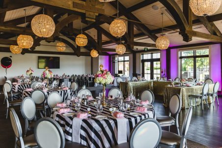 Lovely Weddings & Events | Venue: Whistle Bear | Photo: Gary Evans Photography