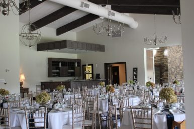 Stratford Country Club Weddings - Photo: Jessie Jacob