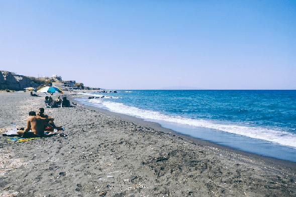 santorini-honeymoon-sunbathing-polkadot-passport