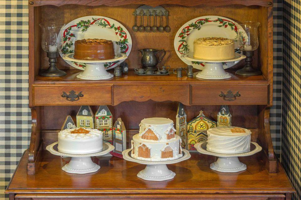 wedding dessert tables - Mom & Tina's