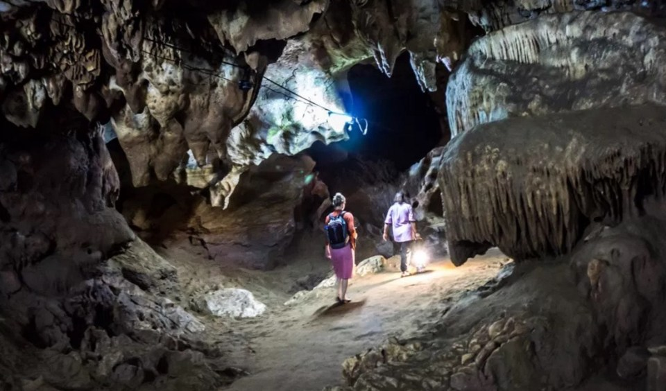 Chiang Mai Honeymoon - Chiang Dao Cave - Tieland to Thailand