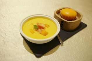Mango Puree with Pomelo served with Golden Custard Bun
