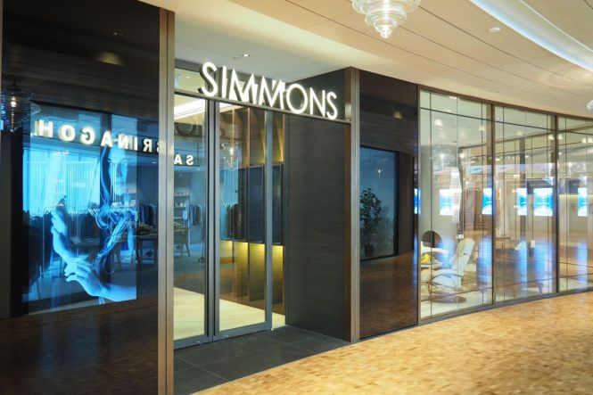 Simmons Flagship Gallery Capitol Piazza