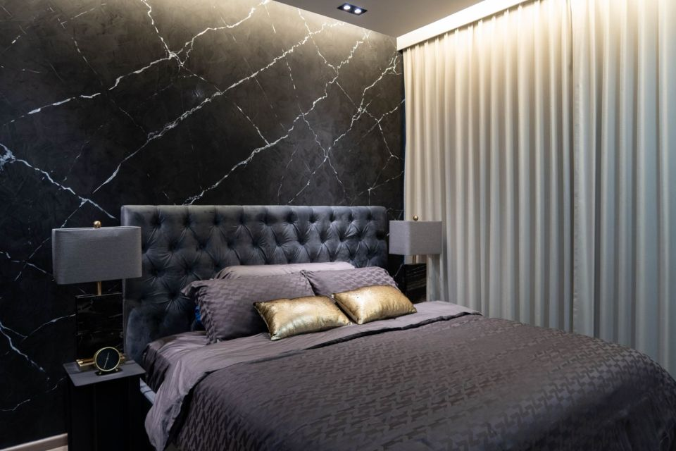 master bedroom black marble
