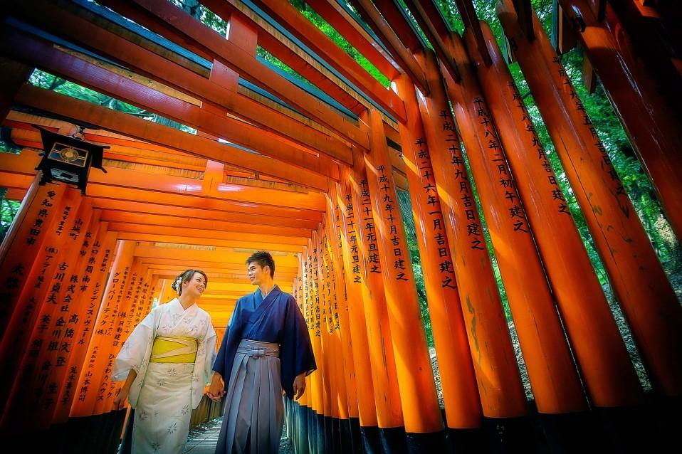 japan photoshoot location fushimiinari senbondorii