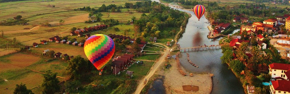laos honeymoon Vang Vieng's limestone mountains hot air balloon ride