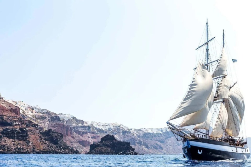 Santorini Volcanic Islands and Sunset Cruise Trip with Dinner