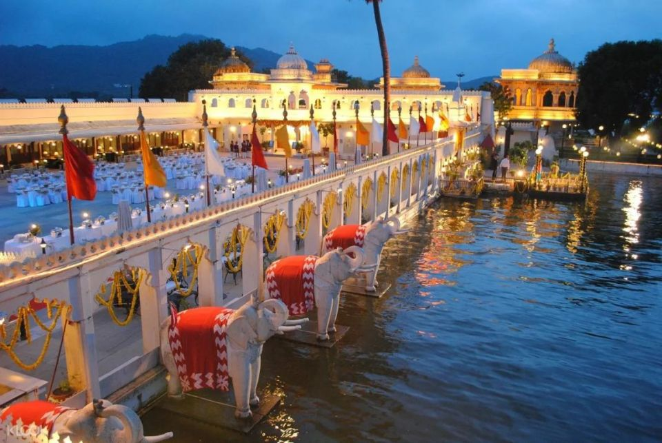 Udaipur, India Boat Ride with Buffet Dinner in Jag Mandir Palace