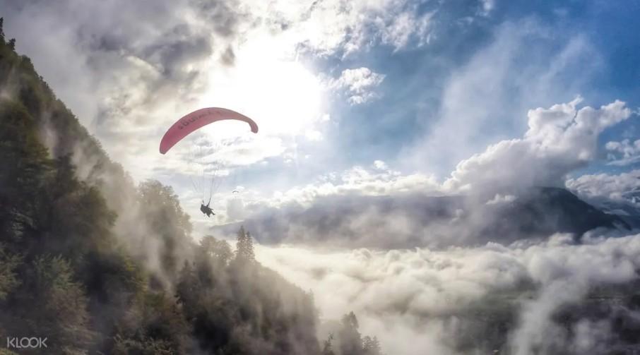 switzerland honeymoon Paragliding Experience in Interlaken