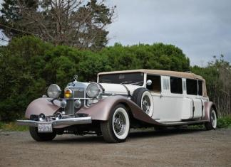 A Mercedes-Benz limousine is amoing the vintage carsavailable for rent from Monterey Touring Vehicles.