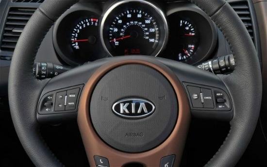 The straightforward interior of the 2014 Kia Soul.