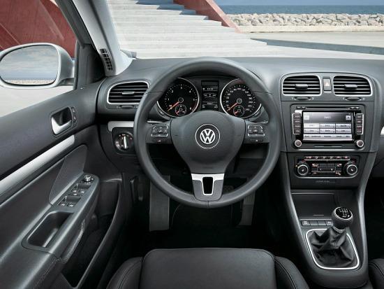 The interior of the 2014 Volkswagen Jetta.