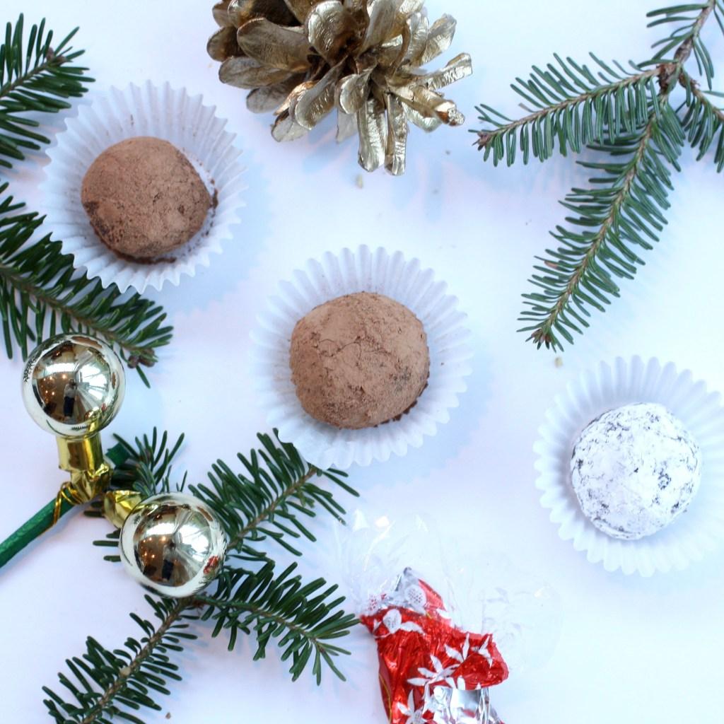 http://www.thewellfedyogi.com/2017/12/21/vegan-chocolate-truffles/