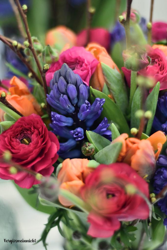 Wie bindet man eigentlich <br> einen Frühlingsstrauß? | Mi-Midi
