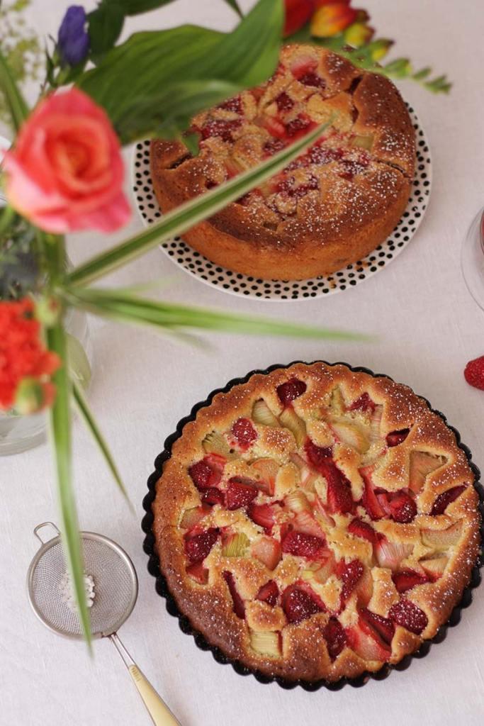 Dinkel-Küchlein mit Erdbeere & Rhabarber