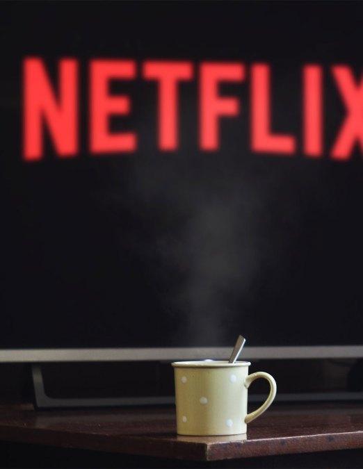 Netflix-schauen-und-tee-trinken