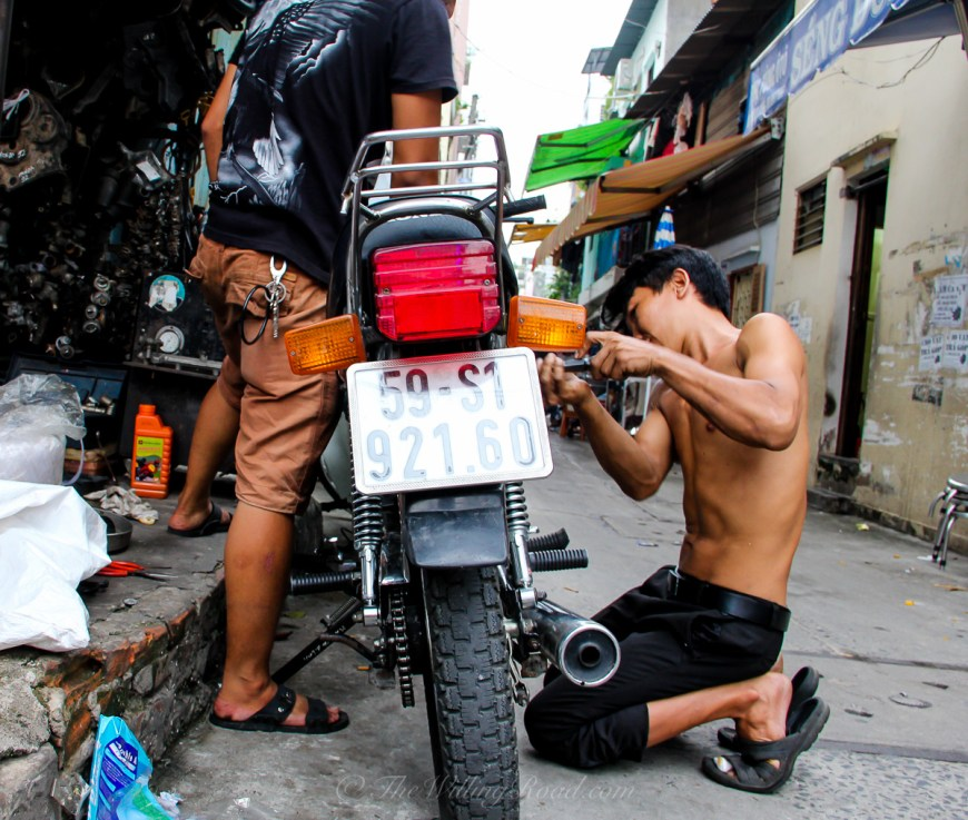 Travel Vietnam by motorbike
