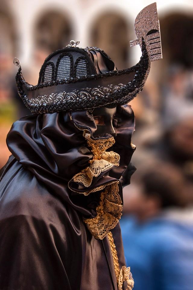 Costumer wearing gondola mask at Festa del Toro ©BillGent