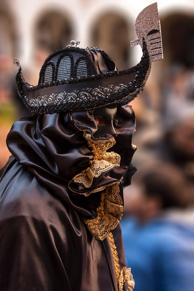 Costumer wearing gondola mask at Festa del Toro ©BillGent