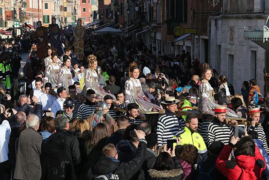 The Twelve Marias parading in Castello©Vision/Vela