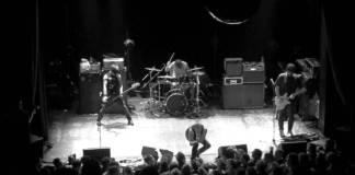 La band metalcore Converge dal vivo